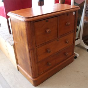 Colonial pine chest