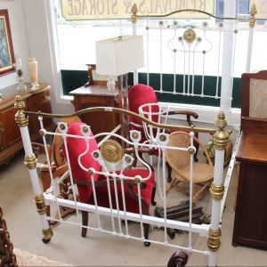 Double brass bed with porcelains
