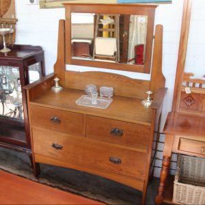 Oak dressing chest